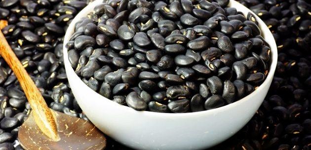 Benefícios de comer feijão preto