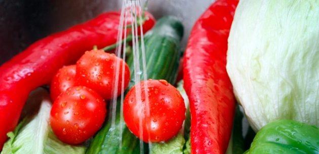 Como limpar os alimentos corretamente
