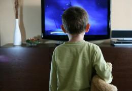 Ver muita TV afeta a visão infantil