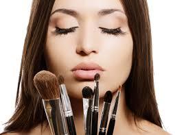 Como preparar uma maquiagem caseira