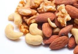Comer nozes e avelãs três vezes por semana reduz o risco de câncer e doenças cardíacas