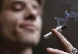 Fumar maconha causa danos aos pulmões