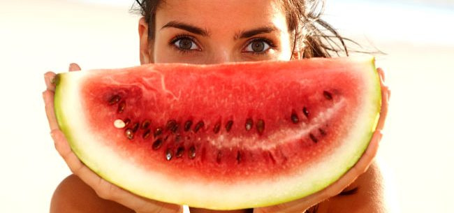 Alimentos para reparar sua pele após e durante o verão