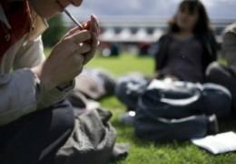 Fumar maconha na adolescência danifica a inteligência por toda a vida