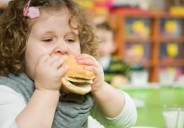 Dieta equilibrada e exercício físico, chaves contra a obesidade infantil