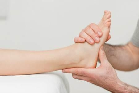 pés 3