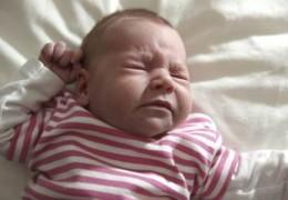 Como saber quando o bebê esta com dor de garganta