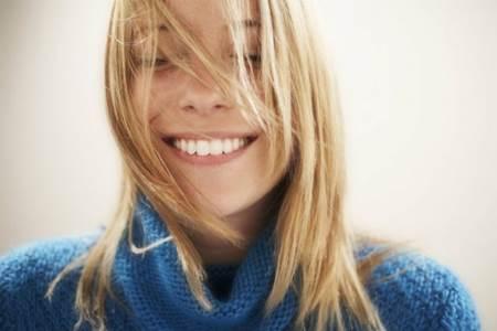 Maus hábitos que danificam a saúde bucal