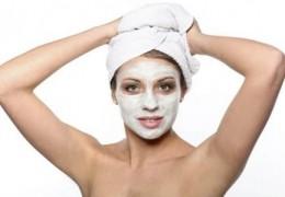 Máscara caseira para remover cravos e espinhas