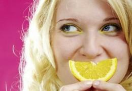 Benefícios de beber suco de limão todas as manhãs