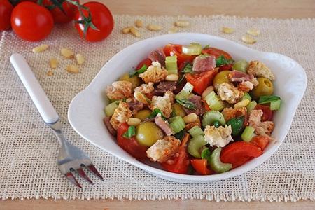 Receita saudável: Panzanella com azeitonas e anchovas