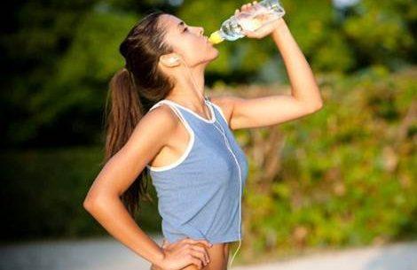 Beber água durante a realização de atividade física é muito importante