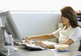 5 formas de evitar que o computador prejudique sua saúde