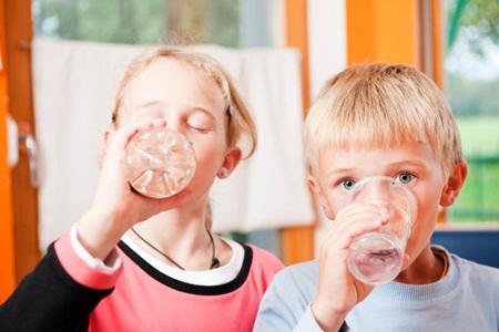 91% das crianças em idade escolar não bebem água suficiente