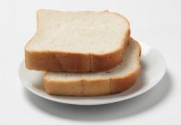 Comer mais do que duas porções de pão branco por dia aumenta o risco de obesidade