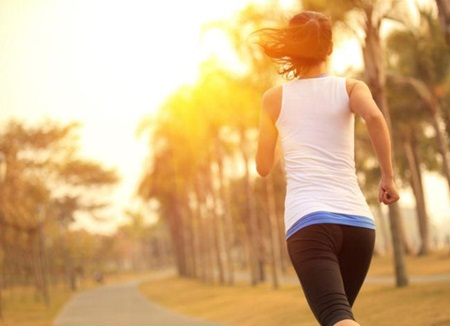 Praticar exercício físico no verão sem passar mal