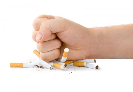 A mensagem curta em uma fumagem de inclinações sujeita