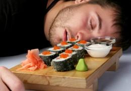 É saudável comer e depois ir dormir?