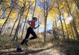 Alguns benefícios de correr na natureza