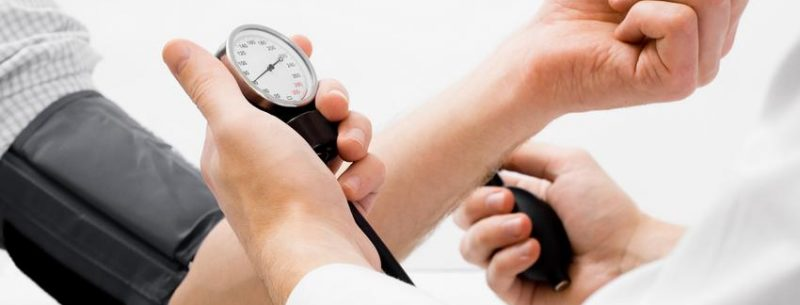 Quais são os hábitos que aumentam a pressão arterial?