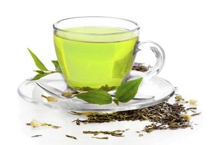 O que a ciência diz sobre o chá verde, o peso e a gordura corporal