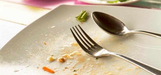 Temos a tendência de comer tudo que colocamos no prato
