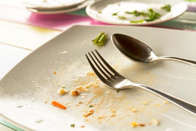 Temos a tendencia de comer tudo que colocamos no prato