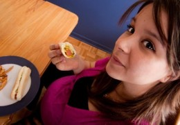 A diabetes gestacional está relacionada com o consumo de comida rápida