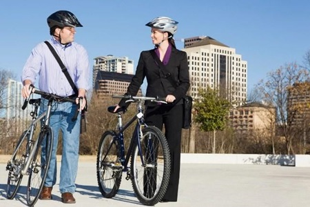 Caminhar ou pedalar para o trabalho melhora a saúde mental