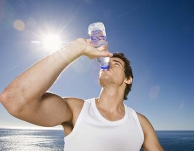 A desidratação, o risco aumenta no verão