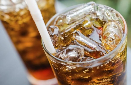 As empresas de refrigerante irá reduzir o teor de açúcar de suas bebidas