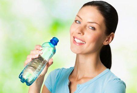 Benefícios de beber água e como ela ajuda a perder peso