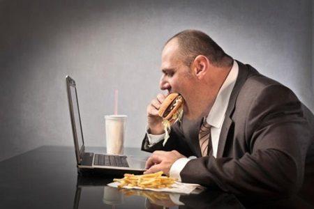 Quanto mais horas trabalhamos, mais engordamos