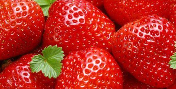 Saboroso e saudável: veja os benefícios do morango para os dentes