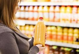 Sucos de frutas embalados têm mais açúcar que refrigerantes, diz estudo
