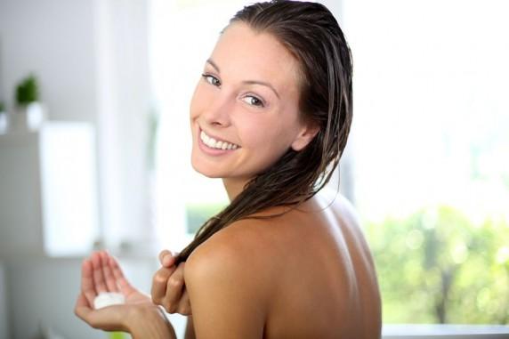 Truques naturais para tratar cabelos secos e quebradiços