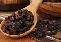 9 benefícios da uva passa para a saúde