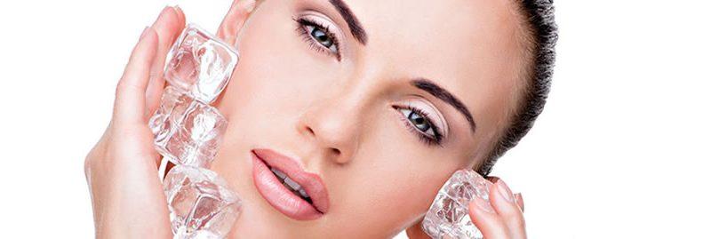 Tratamento facial com gelo para o rejuvenescimento da pele