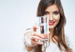 4 sinais de que precisamos beber mais água