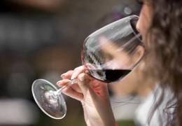 O álcool afeta o bebê nas primeiras semanas de gravidez, diz estudo