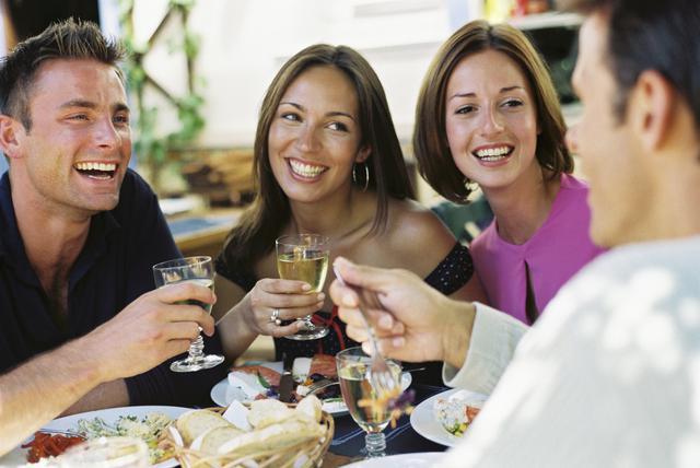 9 coisas que pode fazer para melhorar sua sa de emocional - Menu cena amigos en casa ...