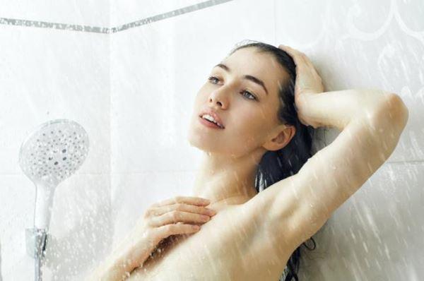 5 grandes benefícios do banho frio para a estética-4