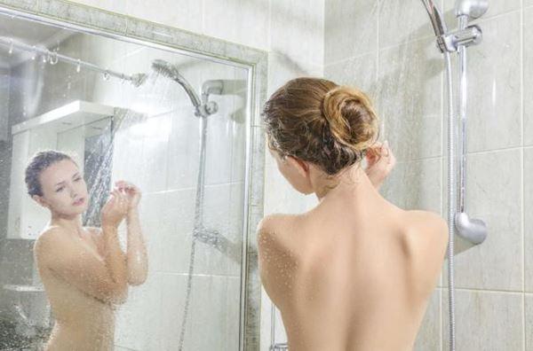 5 grandes benefícios do banho frio para a estética-5