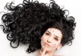 6 alimentos essenciais para ter cabelos fortes e brilhantes