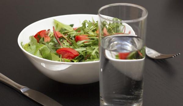 5 maus hábitos que causam indigestão e refluxo gástrico-2