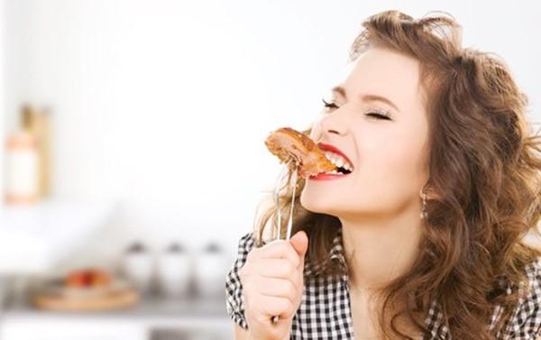 5 maus hábitos que causam indigestão e refluxo gástrico-3