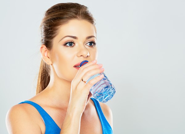 5 maus hábitos que causam indigestão e refluxo gástrico-5