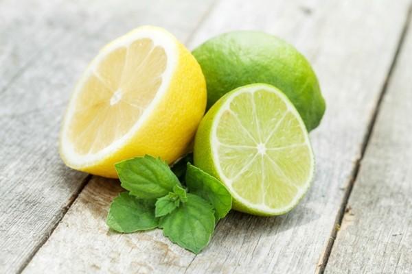 Suco de limão e abacaxi para equilibrar o pH do corpo-1