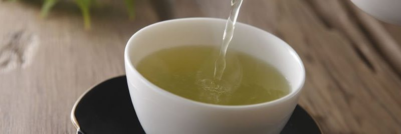 Receita e benefícios do chá de aipo para emagrecer