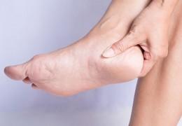 Remédios caseiros para pés rachados e ressecados